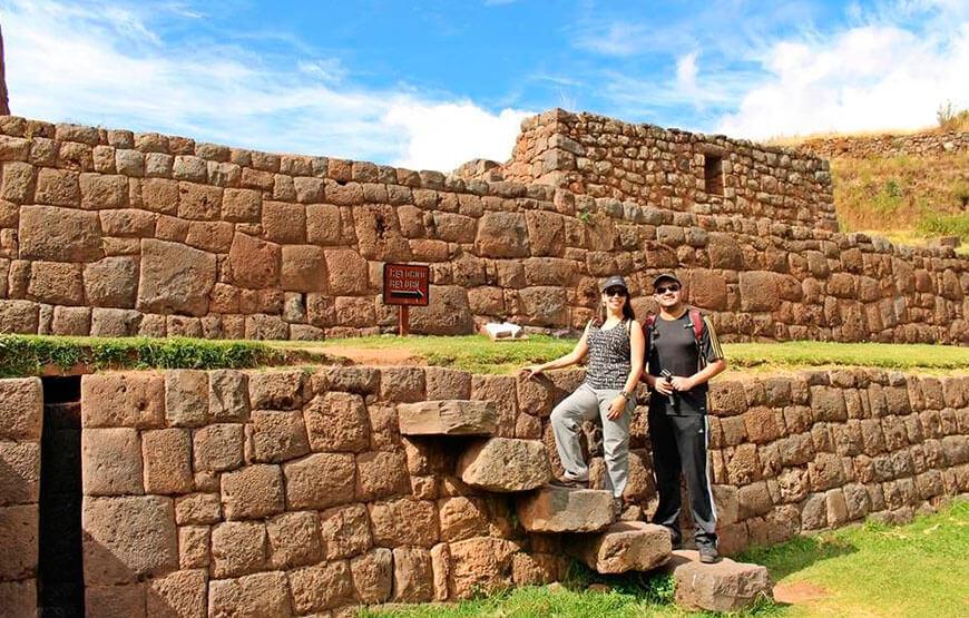 Dia 1: Tipon - Pikillaqta - Andahuaylillas - Cusco.